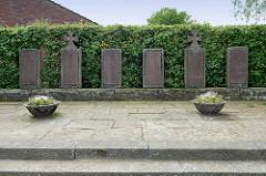 Gedenkstätte an die Gefallenen der Weltkriege in Stelle - Bei der Kirche.