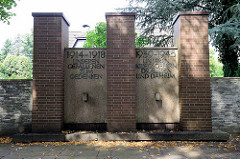 Denkmal der Weltkriege - Unseren Gefallenen zum Gedenken; unseren Kriegsopfern draussen und daheim; Hamburg Stellingen.
