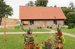 Häuschen Piķiera - Wohnhaus für Jäger und Jagdhunde; Mauer aus Feldsteinen - Straupe, kleinste Hansestadt; Mitglied der Neuen Hanse.