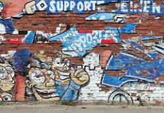 Fotos aus Hamburg Stellingen - alte Ziegelmauer mit abgeblättertem Putz, Grafitti HSV Supporter.