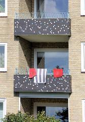 Balkons mit Mosaikdekor - Architektur der 1950er Jahre in Hamburg Horn.