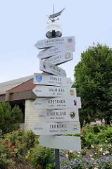 Schilder der Städtepartnerschaften mit  Fellin / Viljandi, Estland; oben Ahrensburg.