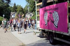 Solidaritäts-Demonstration vom S-Bahnhof Billwerder zu den No-G20 Gefangenen in der JVA Hamburg-Billwerder am 03.09.2017 .