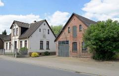 Gründerzeit-Wohnhaus mit Ziegelscheune - Schmiede, Landmaschinen in Stelle, Unter den Linden.