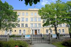 Schulgebäude in der Kuldīgas iela von Ventspils / Windau, Lettland.