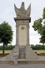 Sowjetisches Denkmal anlässlich des Zusammentreffens der Alliierten Truppen an der Elbe in Torgau.