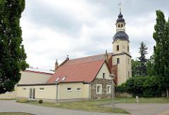St. Petrikirche in Wartenburg; Barock-Kirchturm von 1727 - Kirchenschiff neu erbaut 1876.