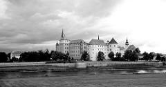 Blick über die Elbe zum Schloss Hartenfels in Torgau. Der Schlossbau wurde im 15. Jahrhundert von Konrad Pflüger, einem Schüler Arnolds von Westfalen begonnen und im 16. Jahrhundert von Konrad Krebs fortgeführt.