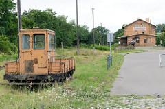 Verlassene Rangierlok am Bahnhofsgelände von Dommitzsch / Nordsachsen.