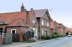 Ziegelgebäude / Backsteinarchitektur - Wohnhäuser im Neuland Weg in Winsen Luhe.