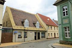 Blick vom Marktplatz in Pretzsch (Elbe) zu Wohngebäuden in der Kirchstraße; re. das Wieckhaus.