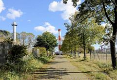 Leuchtfeuer und Radaranlage am Bubendeyufer in Hamburg Waltershof - Gebiet der Westerweitung des Hamburger Hafens.