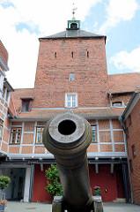 Kanone im Hof vom Schloss Winsen; 1863 hergestellt - ab 1917 als Dekoration aufgestellt.