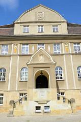 Eingang vom Rathausgebäude in Dommitzsch / Nordsachsen.
