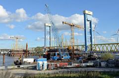 Baustelle der neuen Kattwyk-Bahnbrücke an der Süderelbe in Hamburg Altenwerder; Fertigstellung ca. 2020.