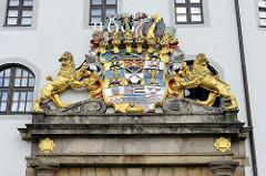 Kurfürstlich-sächsisches Wappen über dem Haupteingangstor von Schloss Hartenfels in Torgau, Sachsen.