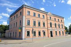 Gebäude der Touristeninformation in Ventspils / Windau, Lettland.