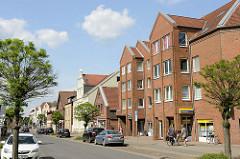 Moderne und historische Architektur - Wohnhäuser, Geschäftshäuser in der Bahnhofsstraße von Winsen (Luhe)