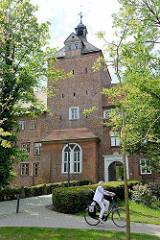 Wehrturm / Schlossturm - jetzt Kapellenturm vom Winsener Schloss; Befestigungsanlage aus der Renaissance - Ursprungsbau aus dem 14. Jahrhundert. Jetzt Nutzung als Gerichtsgebäude und Museum.