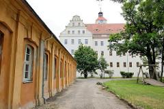 Gartengebäude und Schloss Pretzsch (Elbe).