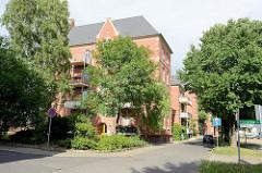 Zu Wohnungen umgebaute Kasernengebäude am Husarenpark in Torgau.