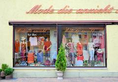 Geschäft mit Bekleidung  - Mode die anzieht - in Dommitzsch, Nordsachsen.