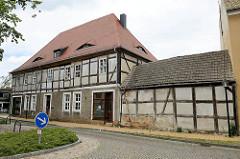 Historische Fachwerkarchitektur am Marktplatz von  Pretzsch (Elbe).