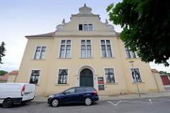 Ehem. Militärarrestanstalt am Fischerdörfchen in Torgau, erbaut 1911. Zwischen 1933 und 1945 diente das Gebäude unter anderem als Untersuchungsgefängnis für die Geheime Staatspolizei (Gestapo) und die NS-Militärjustiz.