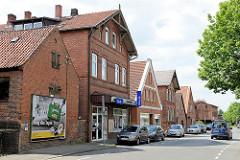 Wohnhäuser / Geschäftshäuser; Backsteinarchitektur in der Deichstrasse von Winsen / Luhe.