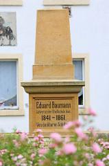 Denkmal für den Lehrer Eduard Baumann, das 1889 von dankbaren Schüler in Pretzsch (Elbe) aufgestellt wurde.