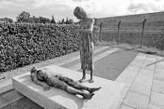 Mahnmal für die Opfer der NS Wehrmachtsjustiz in Fort Zinna / Festung Torgau; Bronze Skulptur Pieta - Bildhauer Thomas Jastram, 2010