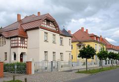 Mehrstöckige Mietshäuser - Stadtvilla, teilweise mit Fachwerkgiebel - Wolffersdorffstraße / Torgau.