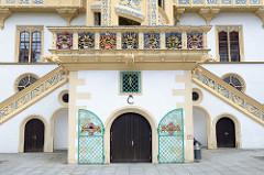 Innenhof / Eingang zum Wendelstein Schloss Hartenfels. Der Schlossbau wurde im 15. Jahrhundert von Konrad Pflüger, einem Schüler Arnolds von Westfalen begonnen und im 16. Jahrhundert von Konrad Krebs fortgeführt.