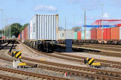 Containerzüge am EUROGATE Containerbahnhof im Hamburger Stadtteil Waltershof.