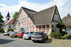 Ehemaliges Leprosenhospital St. Georg in Winsen Luhe; erbaut 1766 - im Hintergrund die Kapelle St. Georg.