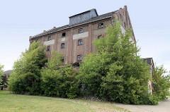 Altes Speichergebäude in Torgau - Zweckbau der frühen Sachlichkeit - Denkmal der Industrie / Technik.