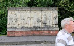Relief - Ruhm dem Sowjetischen Volk - Dank für seine Befreiungstat; Elbstraße in Torgau.