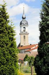 Blick von der Badegasse zur St. Nikolaus Kirche in Pretzsch / Elbe. Die Kirche wurde 1727 auf Veranlassung der damaligen Kurfürstin Christiane Eberhardine in barockem Baustil umgestaltet - Entwurf Matthäus Daniel Pöppelmann.