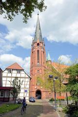 St. Marienkirche in Winsen / Luhe; spätgotische Hallenkirche, fertiggestellt um 1465 - neugotischer Turm von 1899.