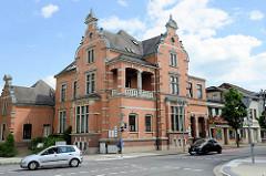 Neogotische Backsteinarchitektur / Historismus in Winsen Luhe, ehem. Gebäude der Kreissparkasse; erbaut 1899. Jetzt Nutzung als Büro- und Geschäftshaus.