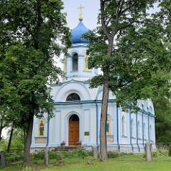 Die orthodoxe Christi Verklärungs-Kirche im Burgpark von Cēsis, erbaut ab 1842.