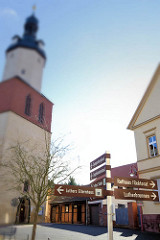 Wegweiser zu den Sehenswürdigkeiten der Stadt Mansfeld - St. Georg Kirche.