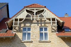 Holzgiebel eines Wohnhauses in der Sangerhäuser Straße von Mansfeld.