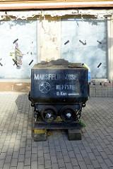Alte Bergwerkslore - Werbung für das Mansfeld Museum in Hettstedt.