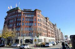 Kontorhaus / Fruchthof am Stadtdeich in Hamburg Hammerbrook, Ufer vom Oberhafenkanal.