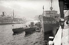 Die U-Boote U25 + U26 der deutschen Kriegsmarine liegen am Versmannkai im Hamburger Baakenhafen. Beide Boote wurden 1936 in Dienst gestellt und 1940 versenkt.  (Aufnahme ca. 1938)