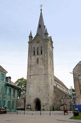 Evangelisch-lutherische St. Johanniskirche in Cesis, dreischiffige Basilika, erbaut Ende des 13. Jahrhunderts; romanischer Baustil mit gotischen Elementen.