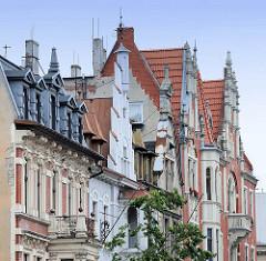 Hausfassaden in Toruń - Treppengiebel, Dachfenster.