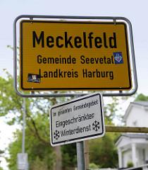 Grenzschild / Ortsschild von Meckelfeld - Gemeinde Seevetal, Landkreis Harburg; im gesamten Gemeindegebiet eingeschränkter Winterdienst.