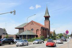 Kirchengebäude der Katholischen Kirchengemeinde St. Benedikt; St. Barbara Kirche in der Waldstraße / Geesthacht.